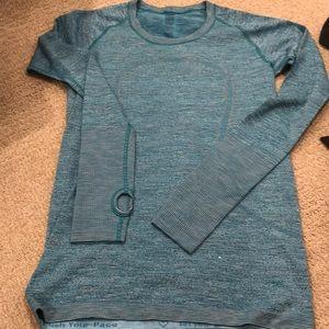Lululemon swiftly long sleeve Size 8